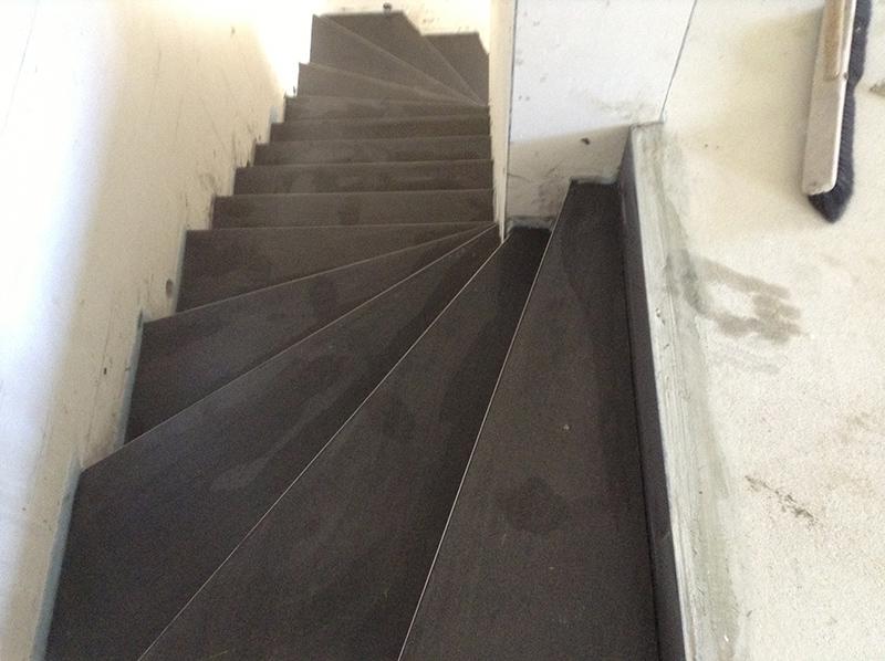 fliesen schwarzer fliesenleger aus bremen fliesenlegen treppe. Black Bedroom Furniture Sets. Home Design Ideas